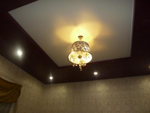 Двухуровневый натяжной потолок с прямыми углами