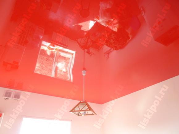Красный потолок для кухни...