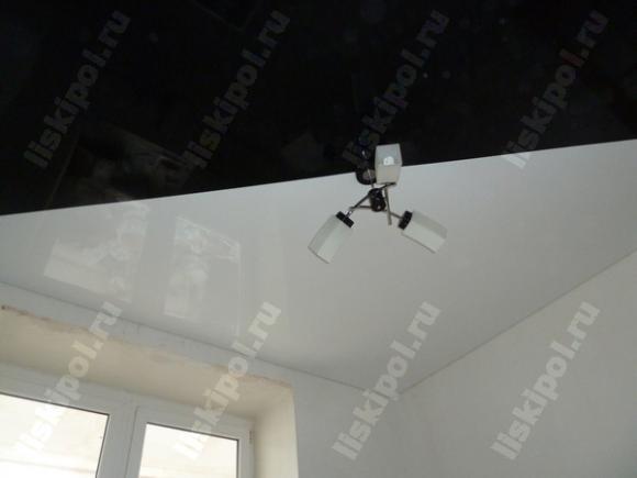 Ещё одна работа с красивым натяжным потолком Комбинация белого и чёрного цвета.